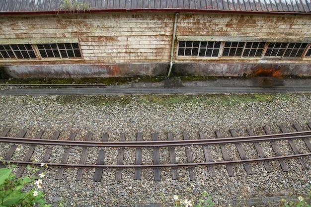 Fenchihu, taïwan-octobre 15,2018: chemin de fer dans la vieille gare de fenchihu au mont alishan, taïwan