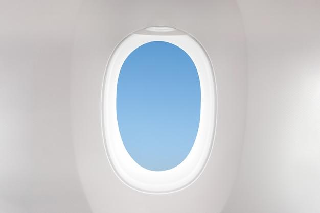 Fenêtre d'avion isolée depuis la vue du siège du client