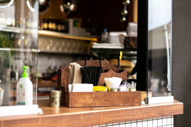 Une fenêtre européenne publique de café de nourriture de rue