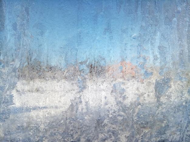 Fenêtre gelée ensoleillée. abstrait. teinté vintage.