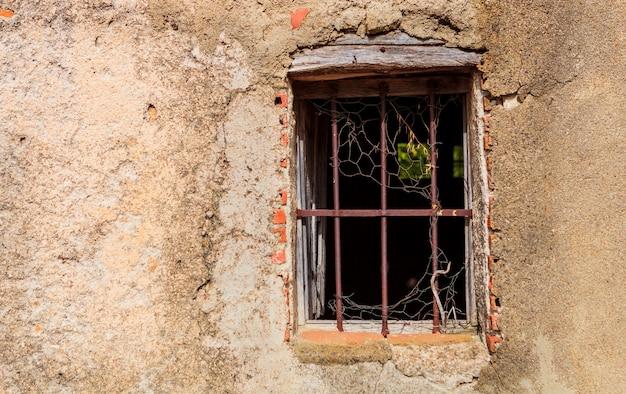 Fenêtre en ruine