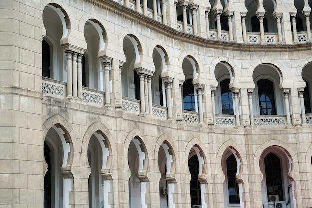 Fenêtres en arc arabe