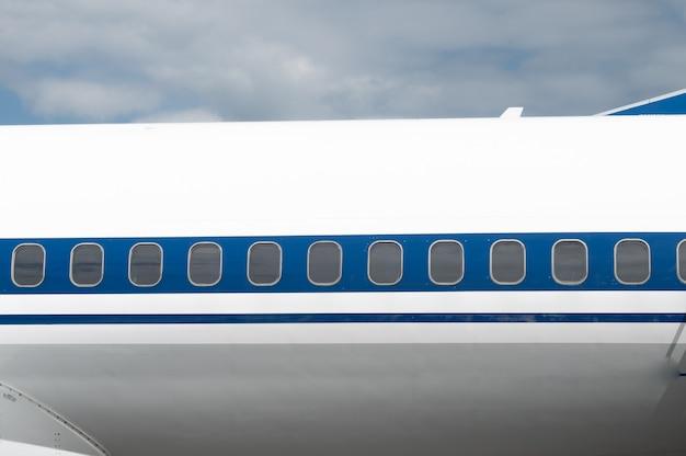 Fenêtres d'un avion de ligne