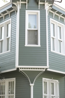 Les fenêtres d'un bâtiment