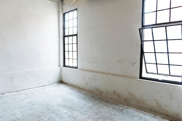 Fenêtres blanches vides maison blanche