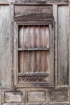 Fenêtres en bois antiques