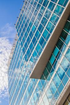 Les fenêtres du centre d'affaires gazprom à saint-pétersbourg. centre d'affaires juin 2018