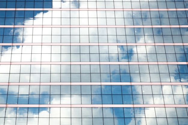 Fenêtres d'immeubles de bureaux.