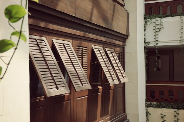 Fenêtres à l'intérieur du bâtiment