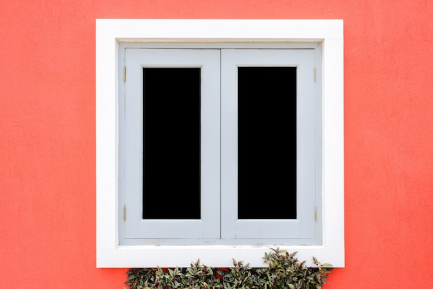 Fenêtres de maisons de style européen.