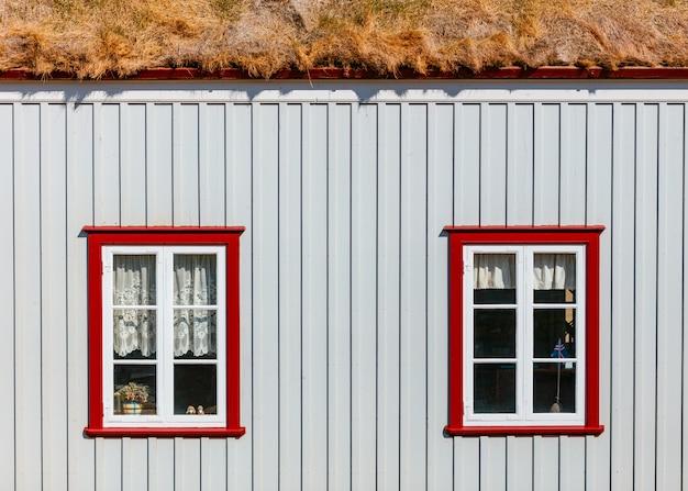 Fenêtres d'une petite maison