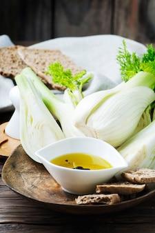 Fenouil doux frais et huile d'olive