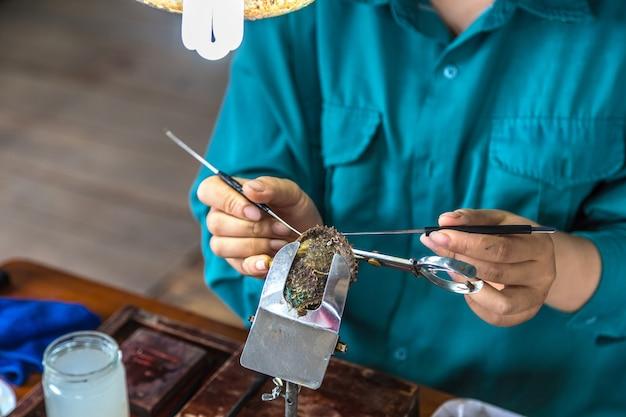 Ferme perlière dans la baie d'halong, vietnam