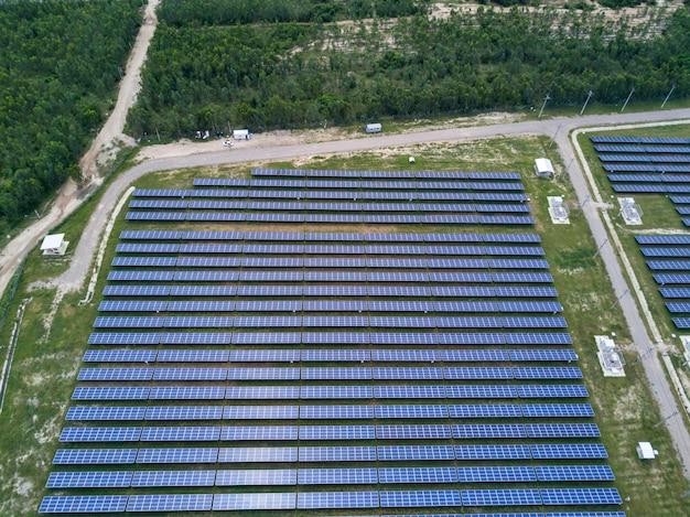 Ferme solaire, panneaux solaires d'antenne, thaïlande