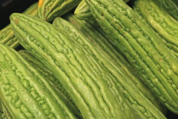 Fermé, tas, de, vert vibrant, concombre amer