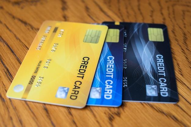 Fermer la carte de crédit pour faire du shopping