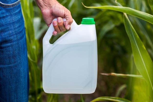 Fermer la cartouche d'insecticide
