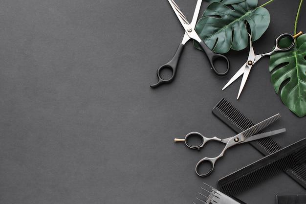 Fermer les cheveux fournitures poser à plat