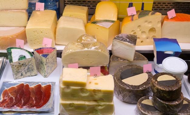Fermer le fromage en paquets et en vrac