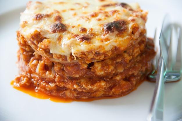 Fermer à lasagne en plaque blanche