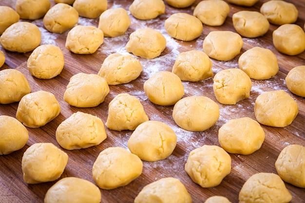Fermer les petits pains avant la cuisson