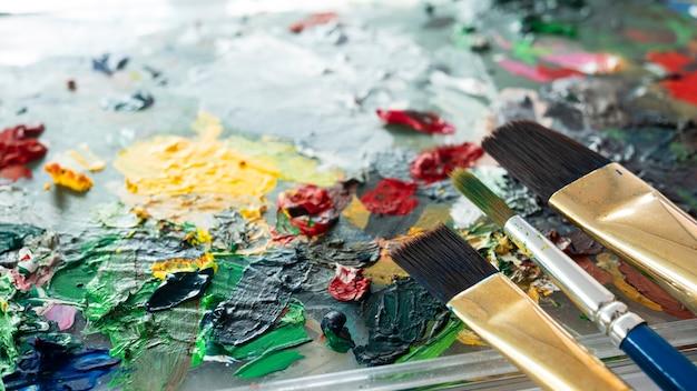 Fermer le pinceau sur la palette de couleurs.