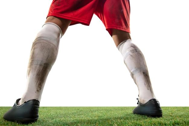 Fermez les jambes du football professionnel, les joueurs de football se battent pour le ballon