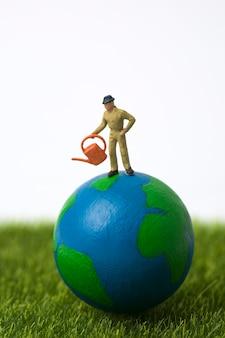 Fermier miniature, debout, globe, blanc