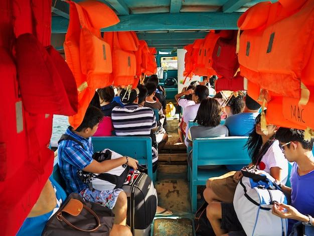 Le ferry sur l'île de boracay, philippines