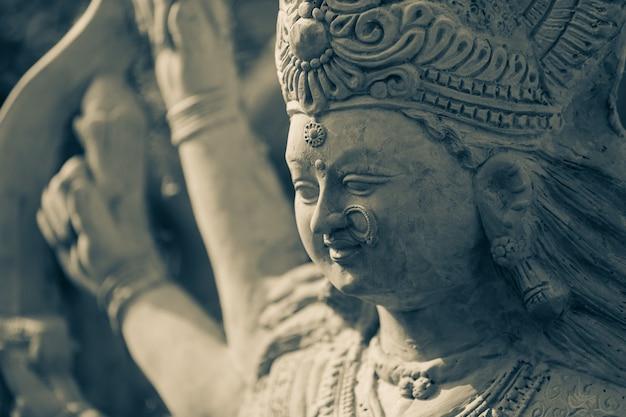 Festival indien navratri, sculpture de la déesse durga