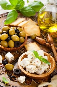 Feta en cubes aux olives