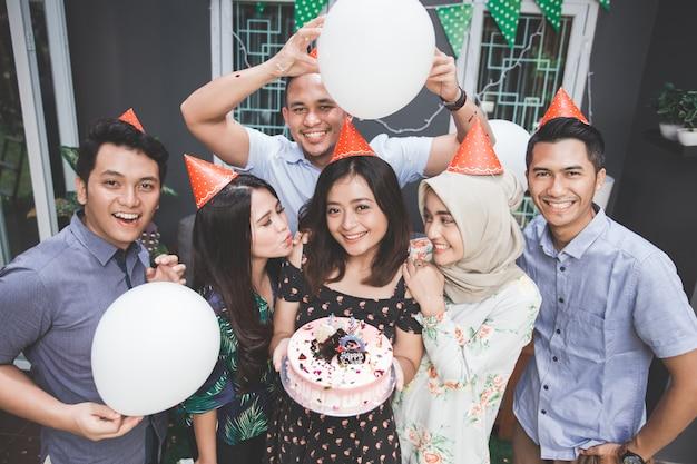 Fête d'anniversaire avec des amis