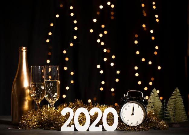 Fête de bienvenue vue de face pour le nouvel an