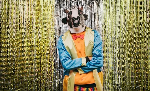 Fête de carnaval avec un déguisement de mystère