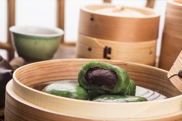 Fête du balayage de la nourriture de la tombe en chine-boulette verte