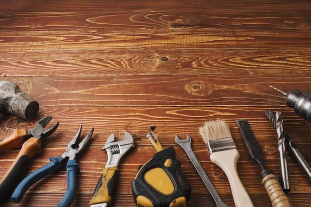 Fête du travail de fond - de nombreux outils pratiques, sur la vue de dessus de fond en bois avec fond.
