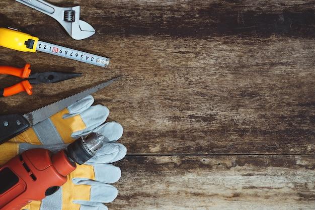 Fête du travail. outils de construction avec espace de copie