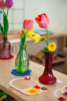 Fête de la femme de printemps ou fête des mères à la maternelle