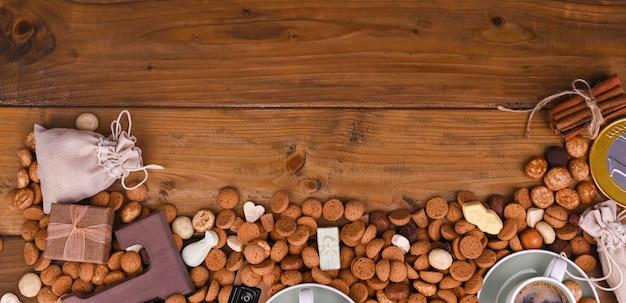 Une fête hollandaise traditionnelle pour les enfants de sinterklaas. vacances d'hiver en europe et aux pays-bas. avec pepernoten et des bonbons traditionnels. un formulaire pour écrire du texte. contexte