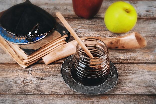 Fête juive rosh hashana avec du miel et des pommes célébration du nouvel an juif