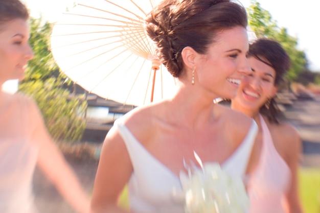 Fête de mariage dans le jardin