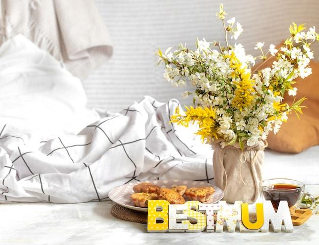 Fête des mères, composition confortable avec des fleurs