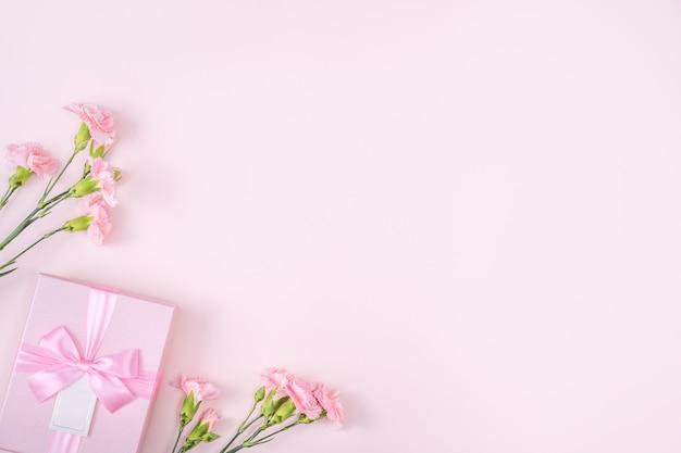 Fête des mères, concept de design de fond saint valentin avec fleur d'oeillet rose