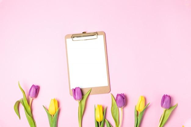 Fête des mères des femmes fleurs de printemps, lifestyle blog