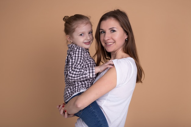 Fête des mères. mère et fille s'amusent