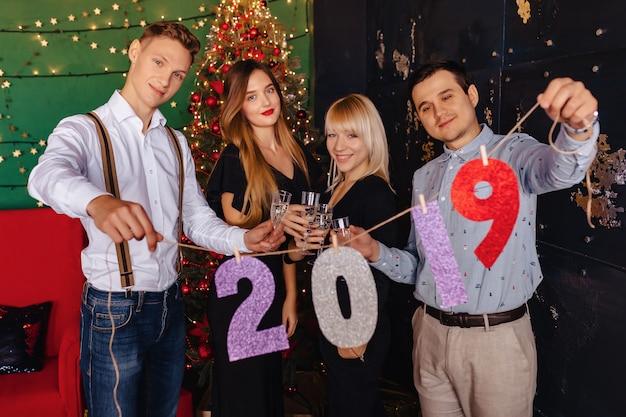 Fête de nouvel an numéros 2019, arbre de noël