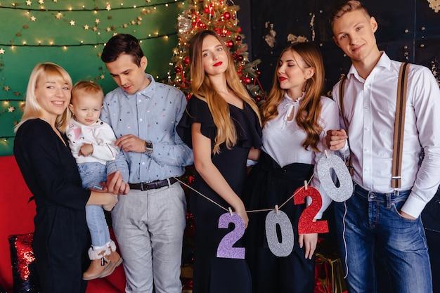 Fête de nouvel an numéros 2020, arbre de noël