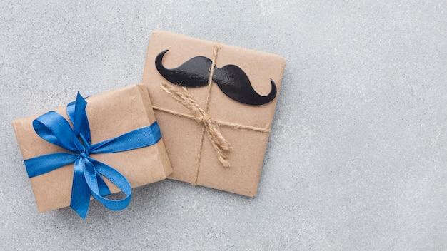 Fête des pères avec des cadeaux mignons