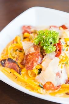Fettuccine, style de cuisine italienne