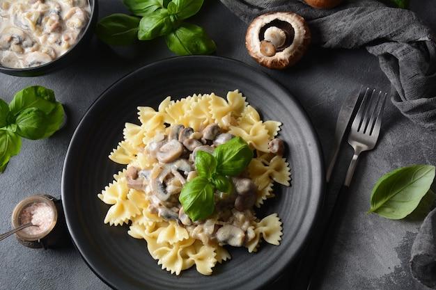Fettuccini alfredo crémeux aux champignons
